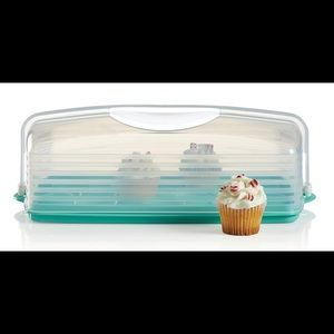 New! Tupperware rectangular cake taker
